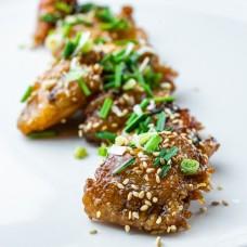 Alitas de pollo deshuesadas en salsa de chiles dulces